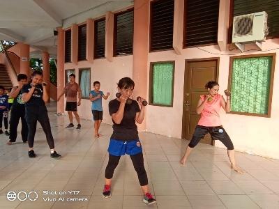 Atlet Wushu ke PON XX Papua Berlatih di Emperan GOR