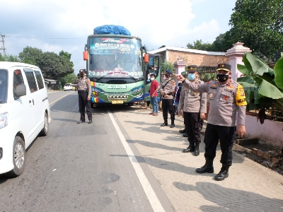 Wakapolda Bersama Kabid Propam Tinjau Pospam Ketupat Perbatasan Jambi - Palembang