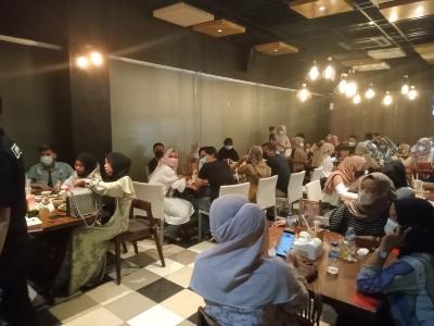 Dine & Chat dan Cafe Unico Disegel Satpol PP