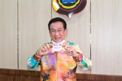Ajak Lansia untuk Vaksinasi Covid-19 Polda Jambi Gandeng  Artis Kondang, Anwar Fuadi
