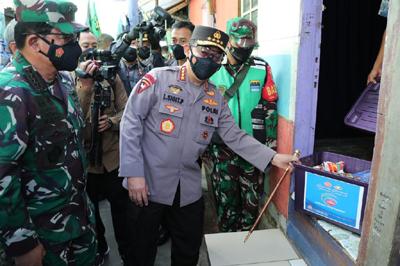 Kapolri Bantu 475.420 Paket dan 2.471.217 Kg Beras ke Warga Selama PPKM Darurat